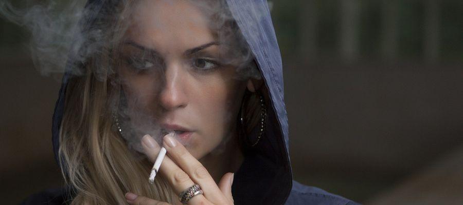 Dym na balkonie, smród w autobusie