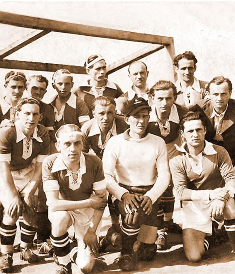 Jedno z najstarszych, zachowanych zdjęć drużyny w archiwum Jezioraka Iława