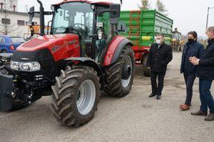 Nowy ciągnik dla Zarządu Dróg Powiatowych w Braniewie [ZDJĘCIA]