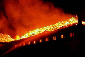 Pożar w Bemowie Piskim. Spłonęło byłe kasyno wojskowe