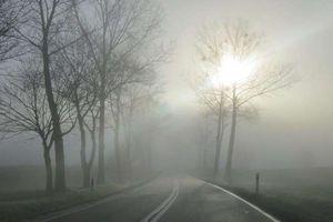 Ostrzeżenie IMGW: Gęsta mgła i słaba widoczność na drogach