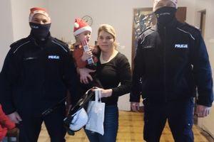 Niebiescy Mikołaje odwiedzili trzylatka