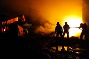 Pożar dużego budynku w gospodarskiego w Wawrowicach