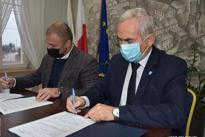 Kolejny krok władz Miłomłyna w kierunku uzdrowiska, burmistrz podpisał umowę na budowę tężni
