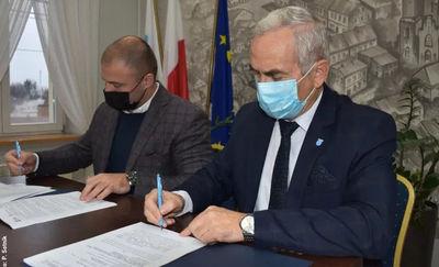 Burmistrz Miłomłyna podpisał umowę na budowę tężni solankowej