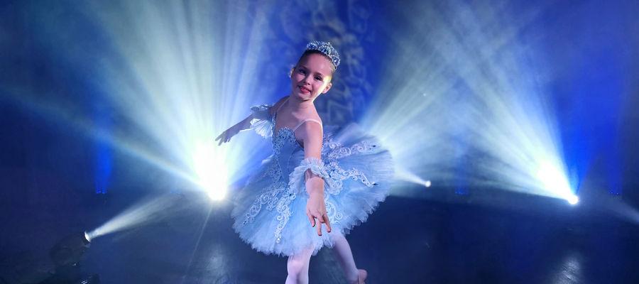 W teledysku wystąpiła młoda tancerka baletowa — Adrianna Gesek — córka wokalisty