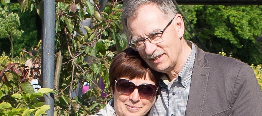 Jolanta i Wojciech Dobrzenieccy. Po konsultacji z synem lekarzy z Iławy podjęliśmy decyzję, że tym razem publikujemy zdjęcie w kolorze