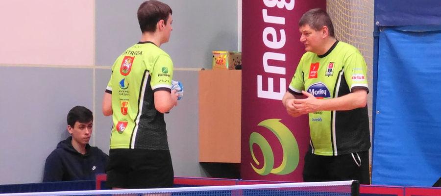 Kolejny rok z rzędu potwierdziliśmy swoją bardzo silną pozycję w młodzieżowym tenisie stołowym - mówi trener Krzeszewski (z prawej)