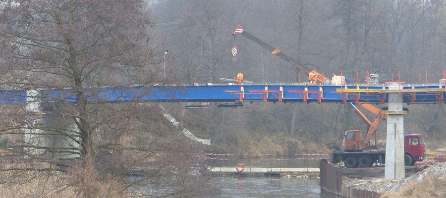 Na tempo prac przy budowie mostu wpływają m.in. dobre warunki pogodowe