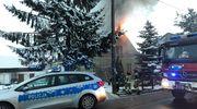 """Policjanci """"drogówki"""" ewakuowali z płonącego domu 13-latkę i jej 64-letnią babcię"""