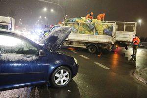 Jedna osoba trafiła do szpitala po zderzeniu pojazdów w Olsztynie. Także w innych miejscach dochodzi do kolizji [ZDJĘCIA]