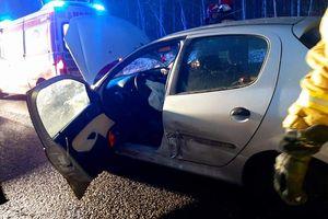 Pijany kierowca kierowca stracił panowanie nad autem i uderzył w nadjeżdżającą z naprzeciwka cieżarówkę