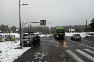 Kierowca BMW zderzył się z fiatem w pobliżu cmentarza w Dywitach