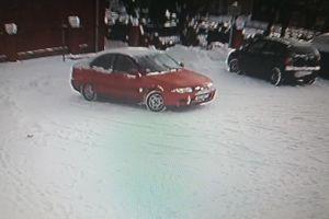 Uszkodził samochód i odjechał. Policja prosi o pomoc