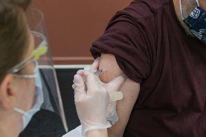 Szczepienie przeciw COVID-19. Czy pracownikowi będzie przysługiwać wolne?