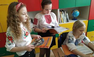 Podwójna radość najmłodszych ukraińskich uczniów z Bartoszyc
