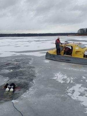 Tragedia na Tałtach. Lód załamał się pod wędkarzami