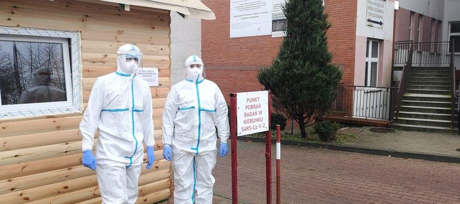"""Nauczyciele będą testowani w punkcie mobilnym przy szpitalu """"Olmedica"""" i w SP 2 w Olecku"""