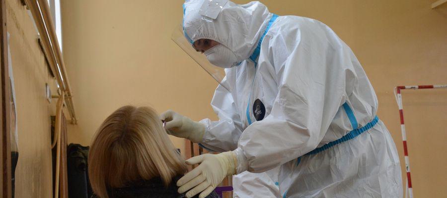 Koronawirus: niemal 15 tysięcy nowych przypadków w Polsce, Warmia i Mazury w czołówce niepokojących statystyk