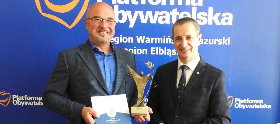 Z lewej Jerzy Stanecki, ubiegłoroczny laureat plebiscytu