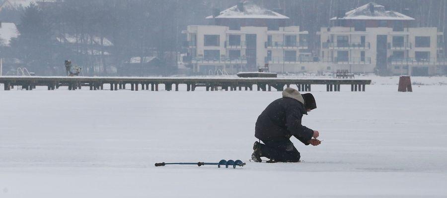Wędkarz na jeziorze Ukiel
