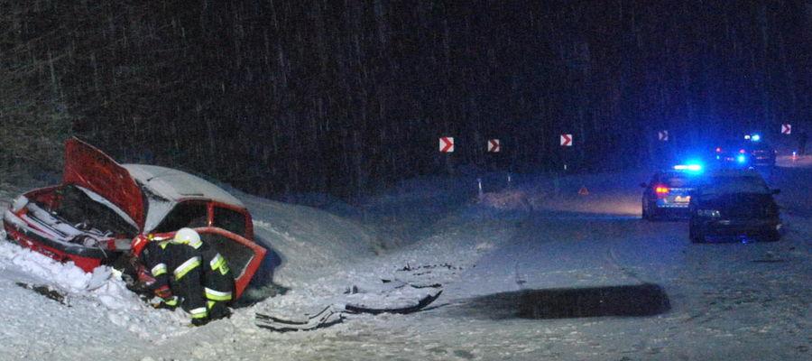 Czołowe zderzenie na trasie Orzysz - Giżycko. Dwie osoby ranne [ZDJĘCIA]