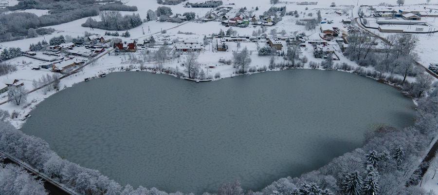 Jezioro Piekiełko w miejscowości Samin (gmina Dąbrówno).