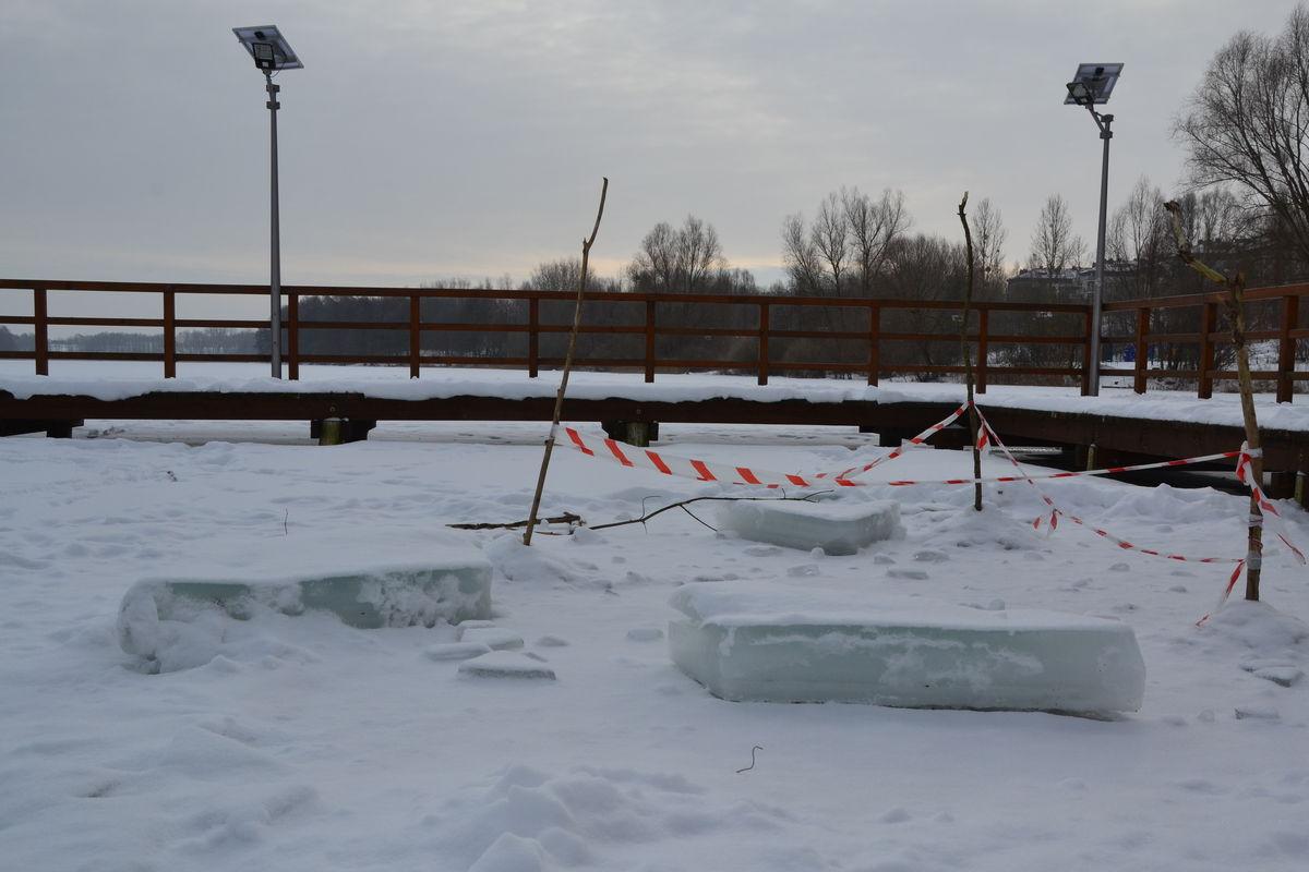 Jezioro Sajmino pokrywa warstwa lodowa o grubości ponad 20 cm