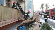 Groźny pożar w Olsztynie. W mieszkaniu znajdowały się dwie osoby, trwa walka o życie jednej z nich [ZDJĘCIA]