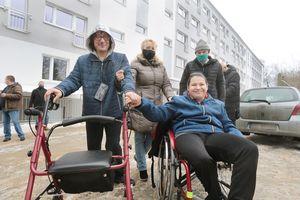 Samotniak dostał drugie życie, niepełnosprawni lokatorzy nie [ZDJĘCIA, FILM]