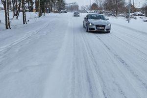 Piasty Wielkie w śniegu wielkim. Czy droga jest odśnieżana?