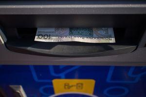 Ukradł portfel z kartą bankomatową i kodem PIN