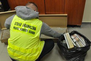Sukces strażników z Grzechotek: znaleźli 23 tys. sztuk nielegalnych papierosów