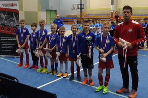 Młodzi piłkarze Sokoła drudzy w turnieju halowym AP Ostróda [ZDJĘCIA]
