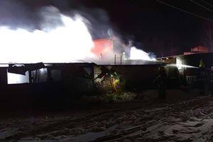 Paliły się garaże w Gryźlinach. Poszkodowani w pożarze dziękują strażakom za profesjonalną akcję