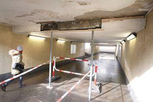 Tunel pod torami trzeba było podeprzeć stemplami