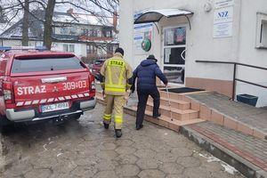 Strażacy pomagają w transporcie do punktów szczepień