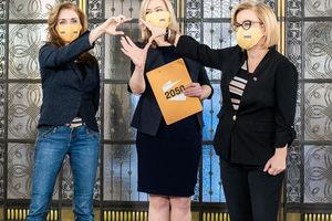 Kobiety w polityce wciąż mają pod górkę