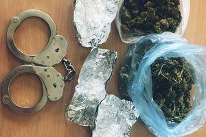 47-letni diler i jego 27-letni klient zatrzymani. Kolejne narkotykowe trafienie szczycieńskich kryminalnych