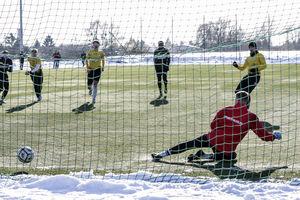Liga coraz bliżej, więc mimo zimy trzeba grać