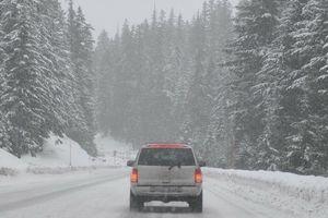 Uwaga! Trudne warunki na drogach. Policjanci apelują o ostrożność!