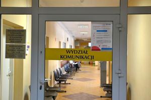 Zakażenie covid-19 u pracowników wydziału komunikacji. Starostwo apeluje o odłożenie wizyty w urzędzie