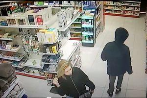Weszli do drogerii w Olsztynie. Teraz szuka ich policja