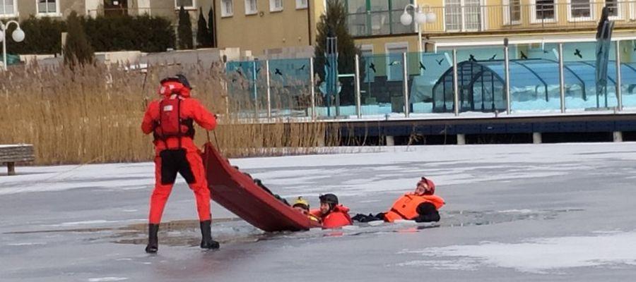 Szukali zaginionej osoby pod lodem [GALERIA+VIDEO]