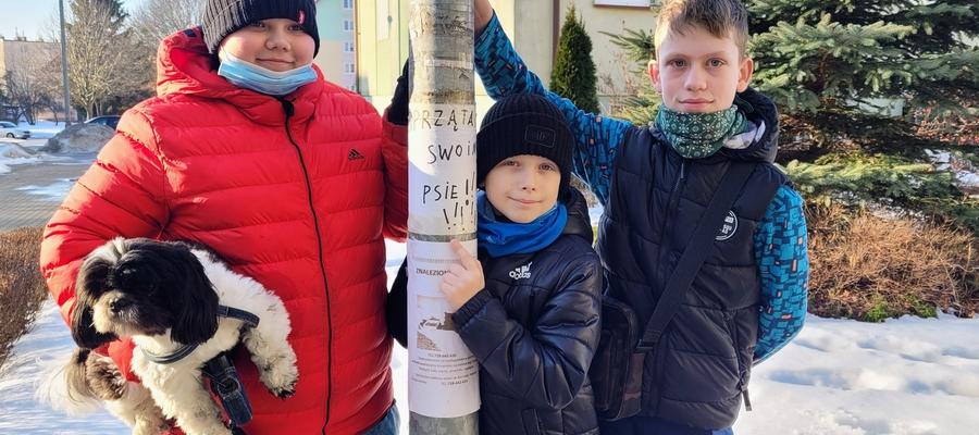 Krystian, Szymon i Michał chcą, żeby w końcu dorośli zaczęli sprzątać po psach