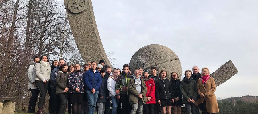 Młodzieżowa Rada Gminy Kurzętnik zorganizowała spotkanie przy Kuli Kopernika w 547 rocznicę jego urodzin. 19 luty 2020.