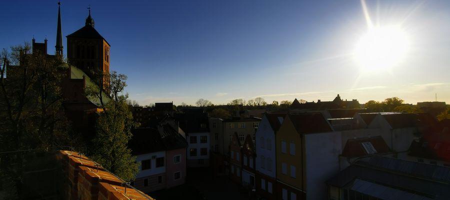Wiosna: Wieża Bramna przed otwarciem.