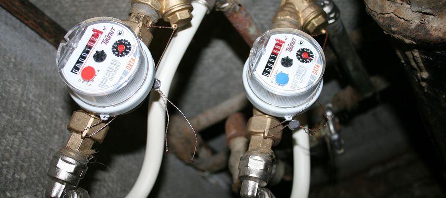 Spółdzielnia Mieszkaniowa montuje elektroniczne wodomierze. Mieszkańcy oceniają to różnie.