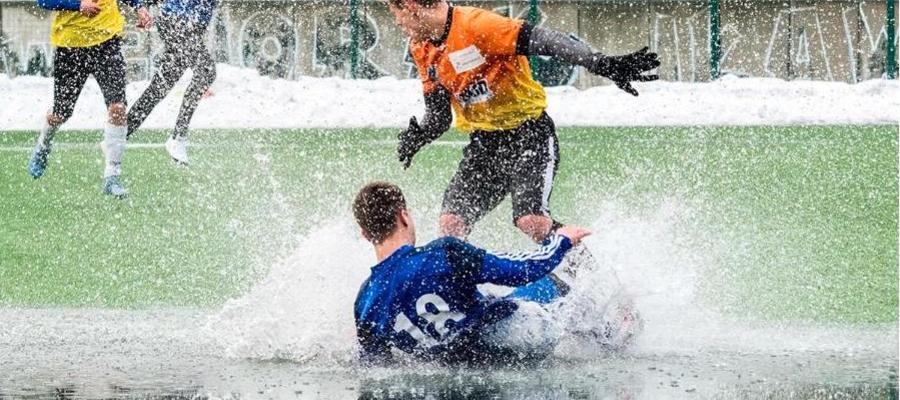 W takich warunkach przyszło rozgrywać sparing piłkarzom Jezioraka Iława i Lecha Rypin