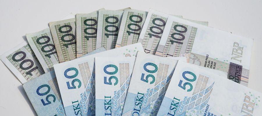 1200 zł dla dorosłego i 600 zł dla dziecka. Czy dochód podstawowy zastąpi 500 plus? [SONDA]